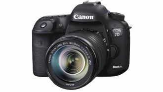 canon eos 7d mark ii front web