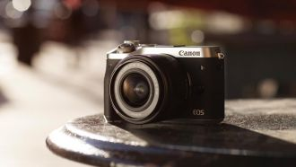 Canon EOS M6 side ls web
