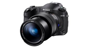 Sony RX10 IV front web