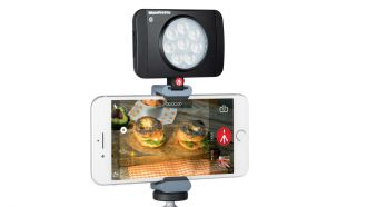 Manfrotto MLUMIMUSE8A BT with smartphone