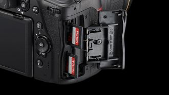 Nikon D780 24 120 4 double slot with 2 SD cards